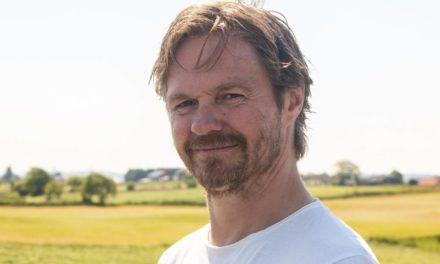 Ernst Eielsen vil at folk skal «nyta livet» og gir ut sin første gladlåt – Karmøynytt