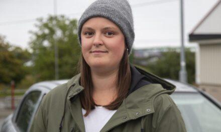 Når Hilde (30) kommer kjørende, får hun mange blikk – Karmøynytt