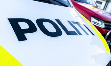 To biler kolliderte på Vestre Veaveg – Karmøynytt