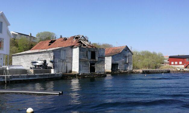 Disse gamle sjøhusene i Veavågen er snart historie: — Håper å gå i gang med grunnarbeidet i løpet av året – Karmøynytt
