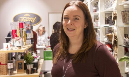 Åse Marie (36) åpnet sin tredje butikk siden mars: — Rette typen butikk i forhold til korona – Karmøynytt