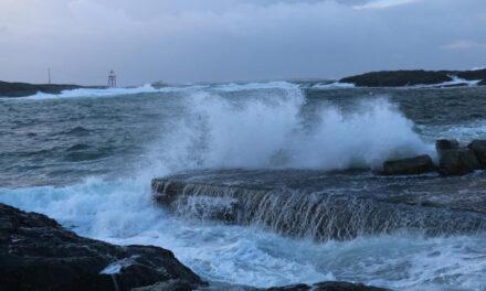 Venter sterk kuling langs kysten:  — Ikke dra ut i småbåt – Karmøynytt