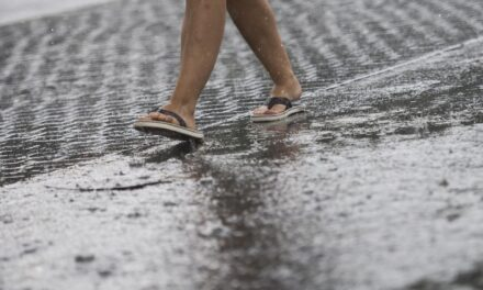 Varsler styrtregn, lyn, torden og en ellers grå uke – Karmøynytt