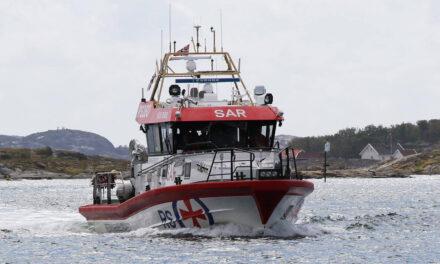 Én person bekreftet omkommet etter båtforlis ved Feøy – Karmøynytt